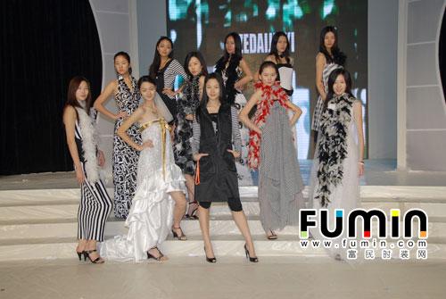 """""""魔方""""——2010小草娃方琳作品童装专场发布会,""""富民杯""""2010服装设计"""
